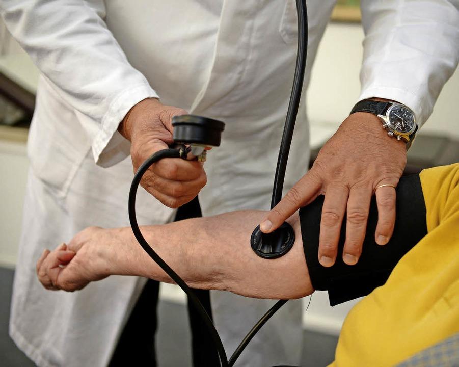 Kleinere Untersuchungen beim Arzt könnte es weiterhin in Herrischried geben.  | Foto: SYMBOLFOTO: Weissbrod/DPA