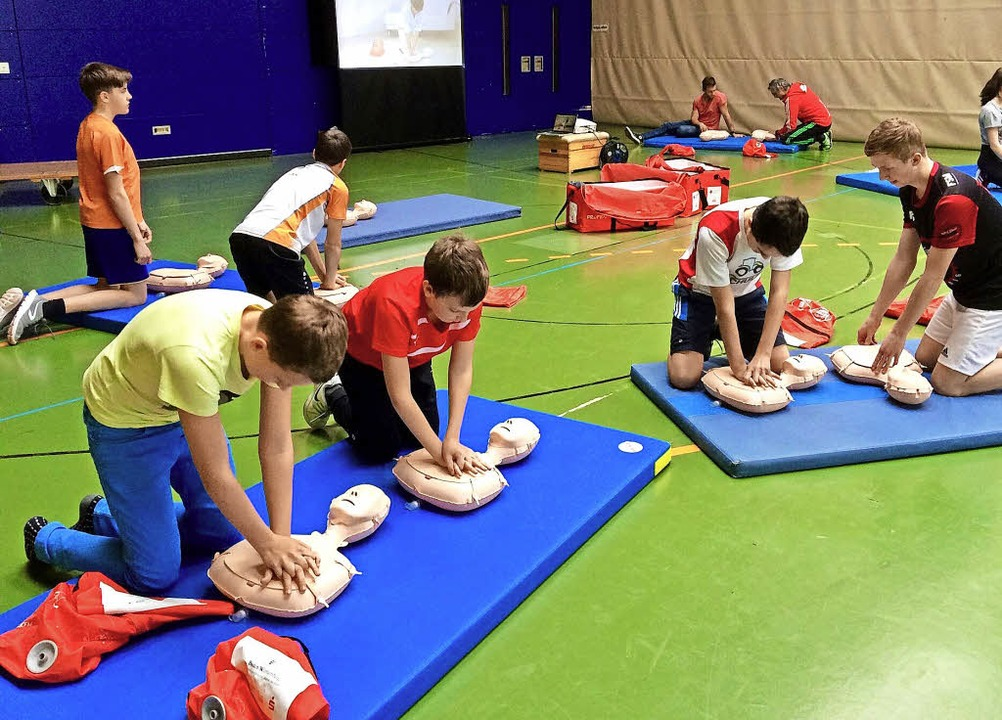 Leben retten steht auf dem Stundenplan...alschule am Giersberg in Kirchzarten.   | Foto: Thomas Steuber
