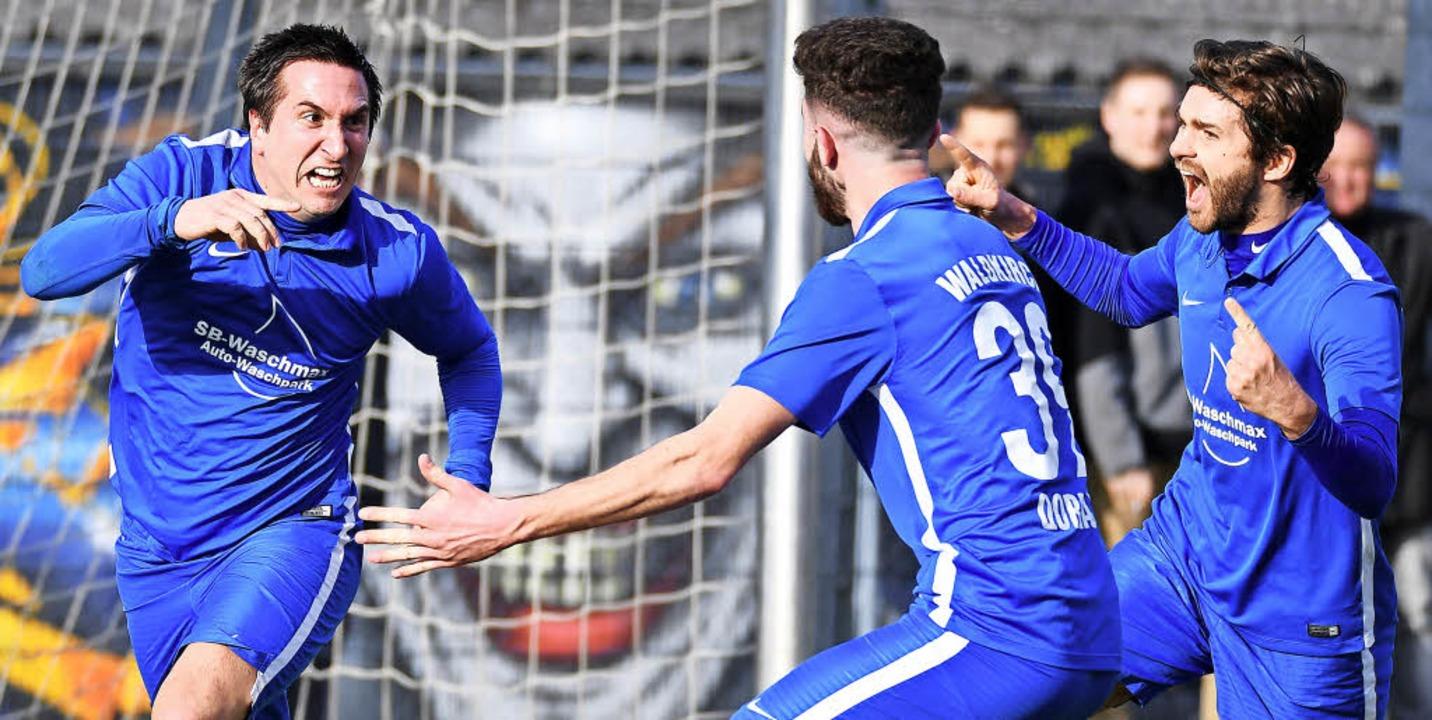 Hallo-Wach-Effekt: Benjamin Pfahler (l...m 2:1-Erfolg gegen den Freiburger FC.   | Foto: Keller