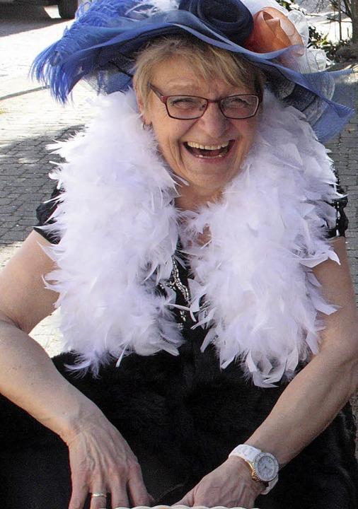 Eine der  feinen Damen hatte was zu la...er ausgelassen die Fasnacht feierten.   | Foto: Jörn Kerckhoff