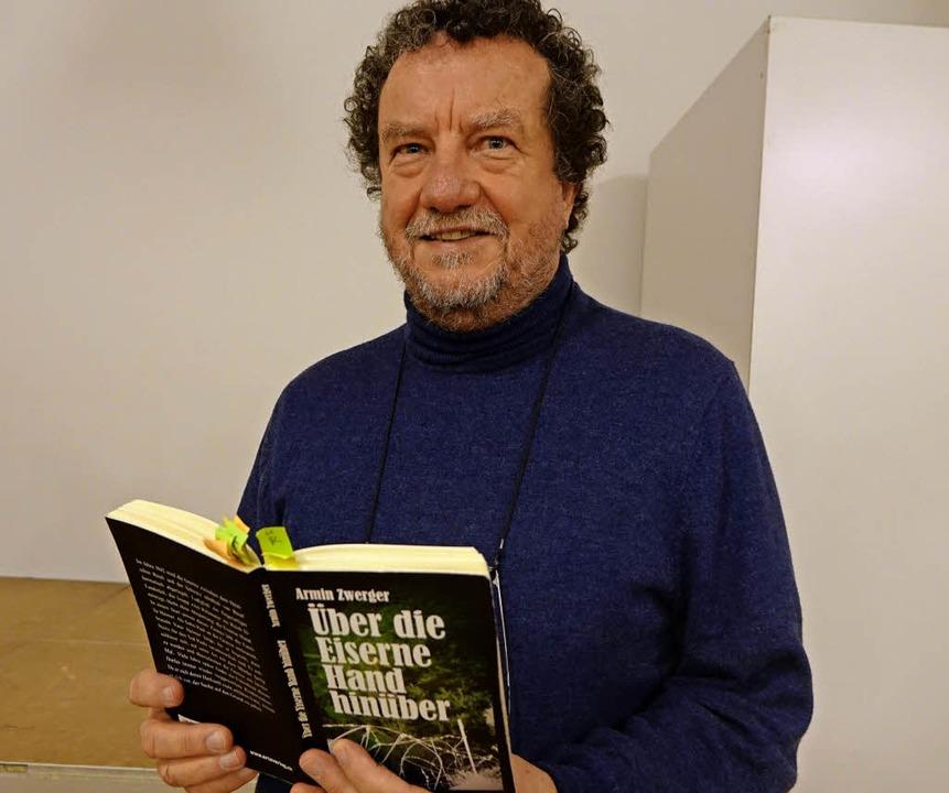 Der Autor Armin Zwerger las in Grenzach aus seinem Roman.   | Foto: Roswitha Frey