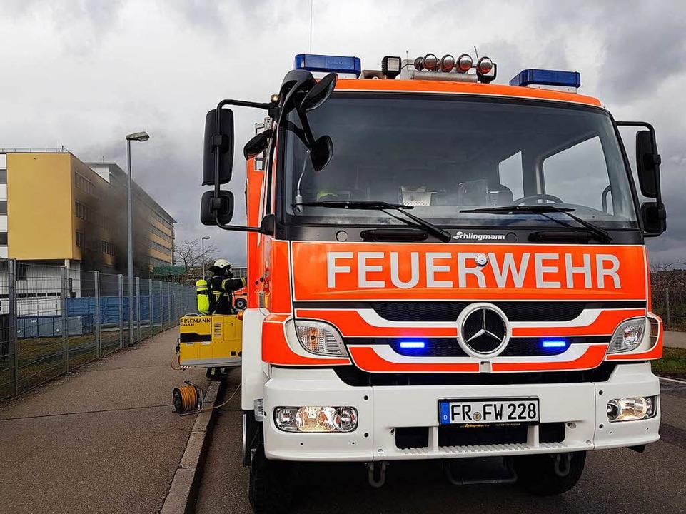 Die Feuerwehr ist im Einsatz.  | Foto: Patrick Seeger