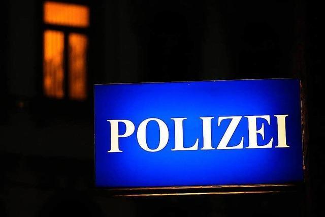 Unbekannter raubt 21-Jährigen in Haslach aus und verletzt ihn mit Messer