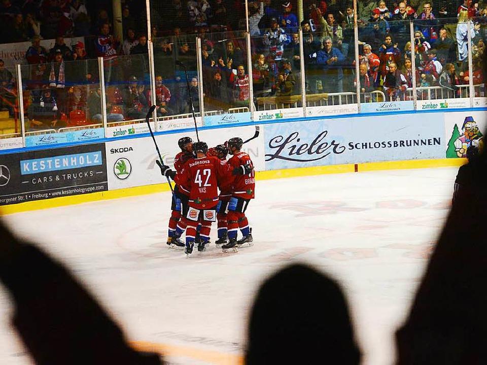 Die EHC-Fans hatten im Laufe der Saison nicht selten Grund zum Jubeln.     Foto: Patrick Seeger