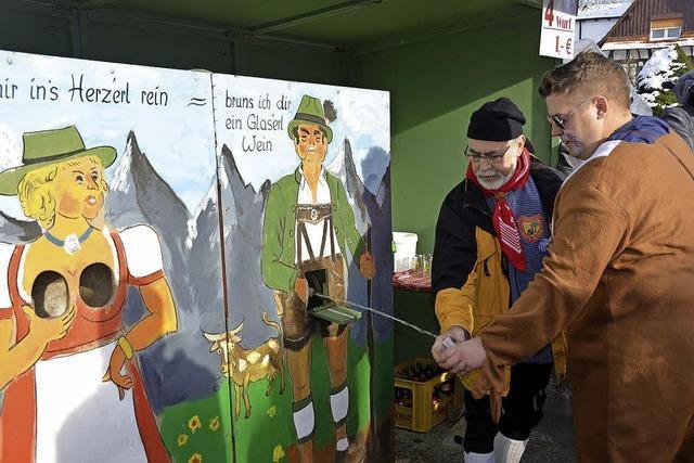 Am Fasentsundig trifft sich das Narrenvolk im Talkessel von Ortenberg-Käfersberg zum Schwoof auf der Gass