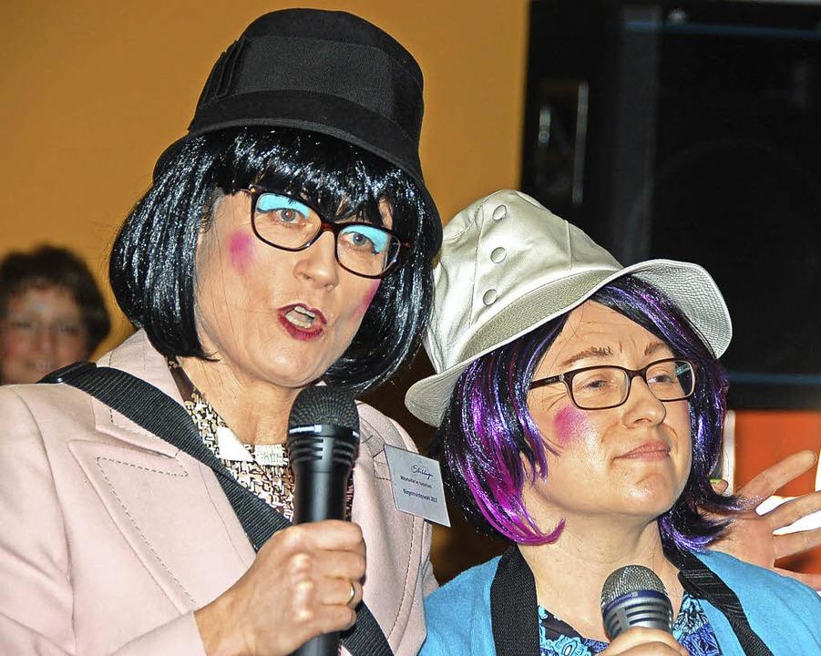 Frieda (Mary Würth) und Lisbeth (Nicol...ers knackigen Bürgermeisterkandidaten.  | Foto: Jutta Binner-Schwarz