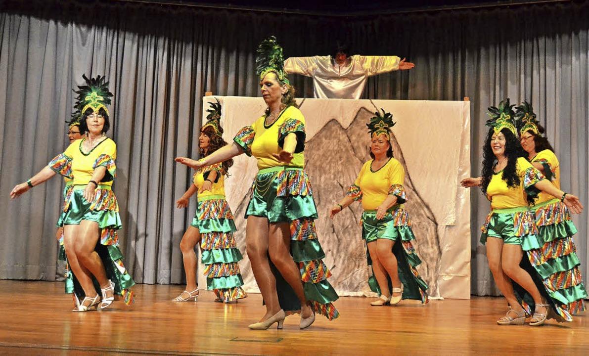 Tanz unter Brasiliens Zuckerhut in der...dikt-Winterhalder-Halle in Rötenbach.     Foto: Liane Schilling