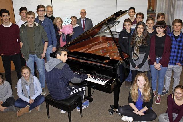Förderverein sponsert neues Instrument am ASG