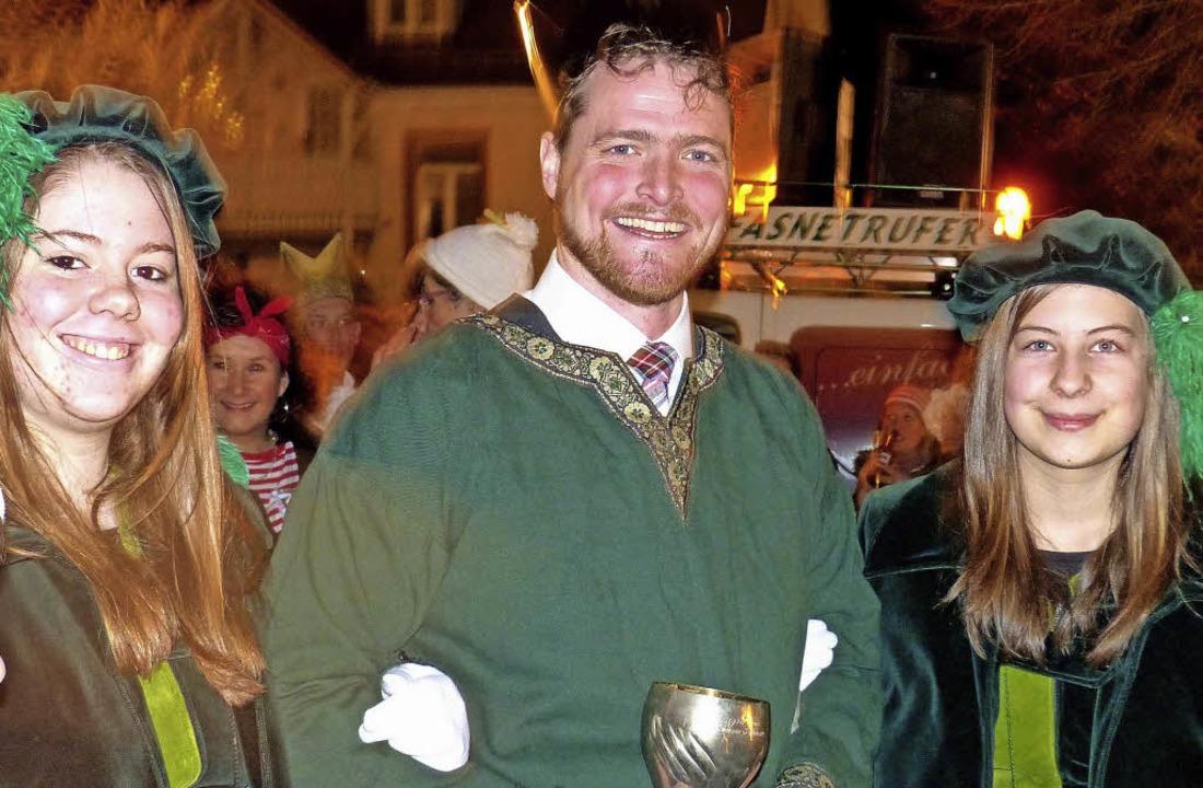 Burgherr Klaus von der Motte (Bürgermeister) mit den Damen der Narrengilde    Foto: Barbara Odrich-Rees