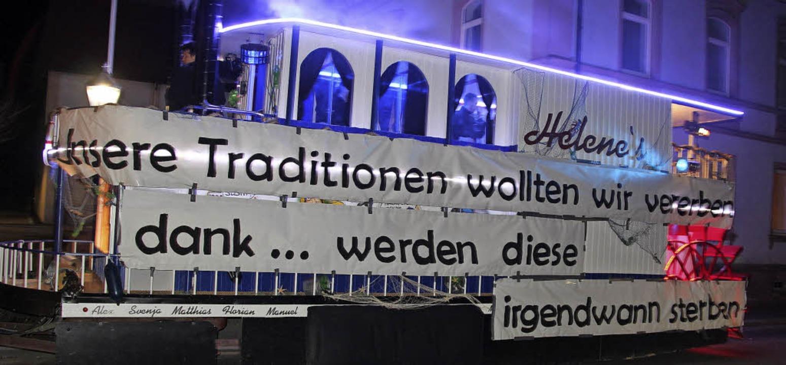 Die Muni-Schällä fuhren  ihren Komment...ren den  Rathausschlüssel überlassen.   | Foto: horst david/julius steckmeister/manfred frietsch/mario schöneberg