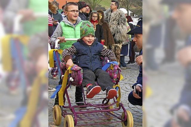 Spannende Wettrennen im Kinderwagen