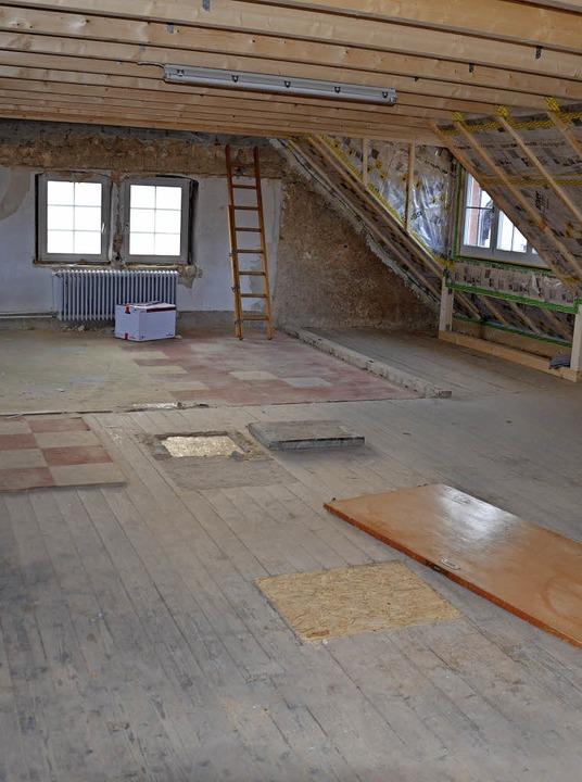 Im Dachgeschoss des Rathauses und in d...ll Wohnraum für Flüchtlinge entstehen.    Foto: SCHOPFERER