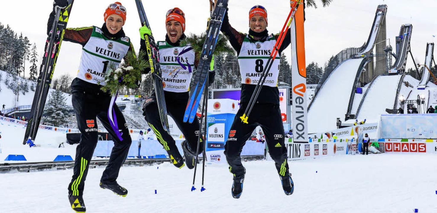 Hüpfen wie junge Hüpfer (von links): E...ch im Auslauf der Schanzen von Lahti.     Foto: AFP, dpa