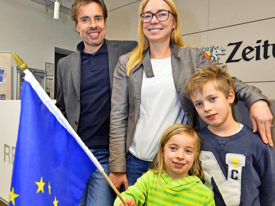 Sie zeigen Flagge: Lionel und Katja Macor mit Marie und Raphael.  | Foto: Michael Bamberger