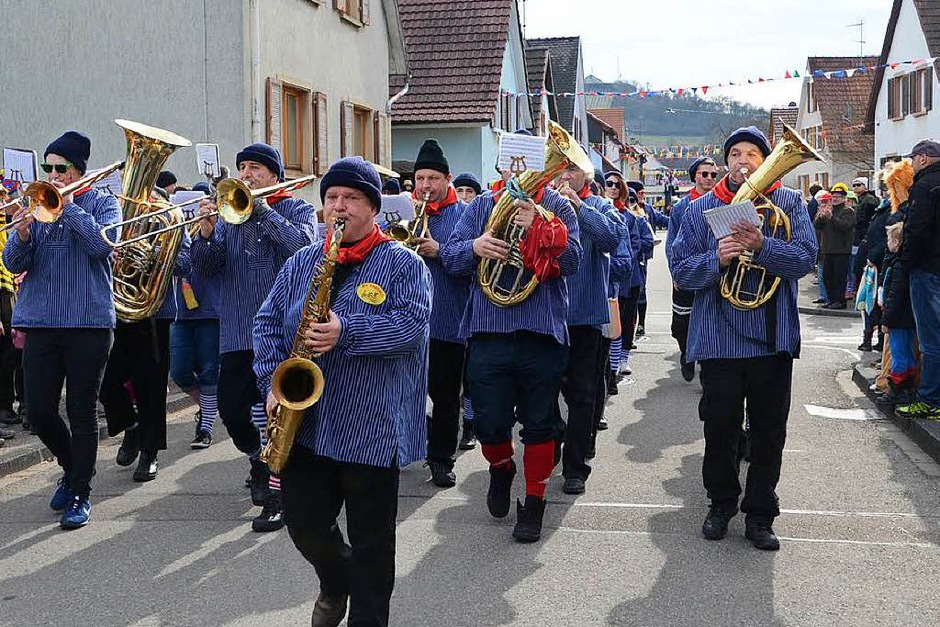 Umzug in Sasbach:  Der Musikverein Sasbach führte den Fasnachtumzug  an. (Foto: Roland Vitt)