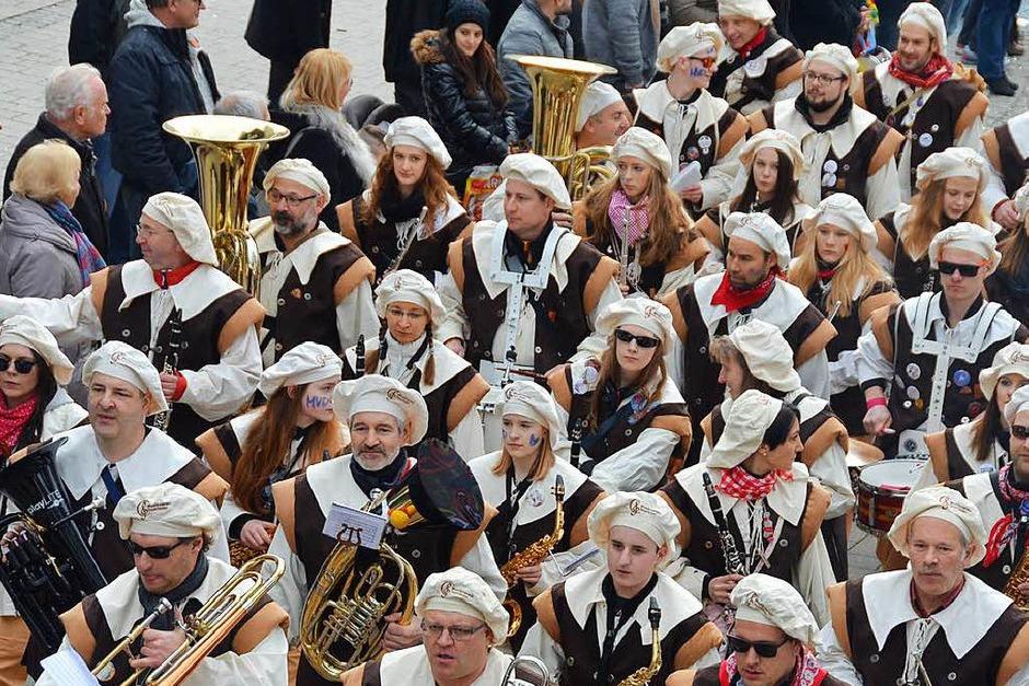 Der Musikverein Degerfelden geht dem Umzug gleich voran (Foto: Ingrid Böhm-Jacob)