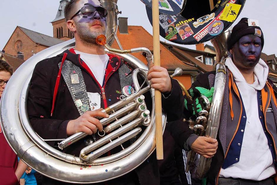 Von der Vielfalt der närrischen Sujets ließen sich die Zuschauer in Laufenburg begeistern. (Foto: Hildegard Siebold)
