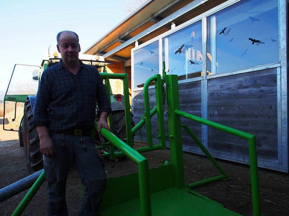Der Kanderner Landwirt Thomas Mayer wi...freie hofnahe Schlachtung ermöglichen.  | Foto: Boris Burkhardt