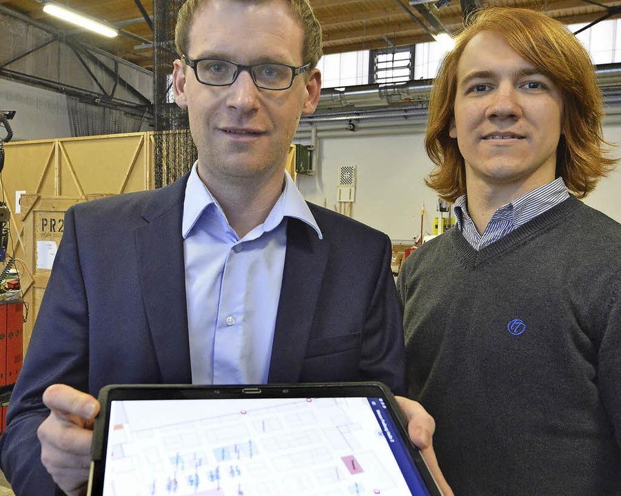 Fabian Höflinger (links) und Sebastian... hilft bei der Navigation in Gebäuden.  | Foto: Michael Bamberger