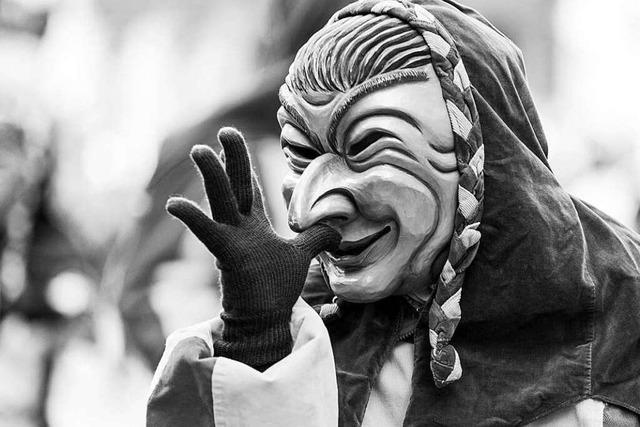 Fotos: Der Freiburger Rosenmontagsumzug in schwarz-weiß
