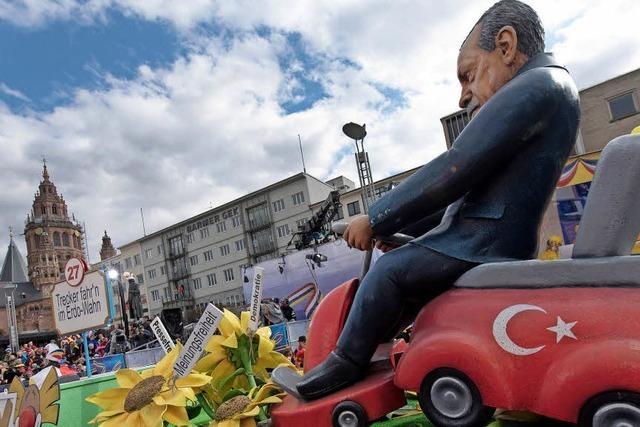 Trump und Erdogan fuhren auf den Umzugswagen mit