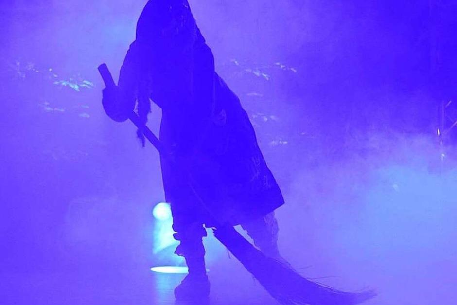 Mit dem Einmarsch der Bäägle-Hexen begann der Geißenschoppen. (Foto: Lena Marie Jörger)