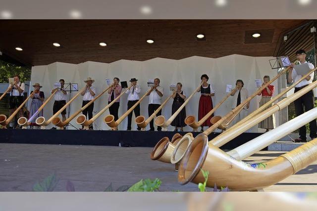 30 Alphornbläser geben ab 1. März Konzerte in und um Staufen
