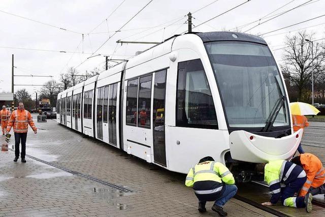 Die neuen Urbos-Straßenbahnen rollen an