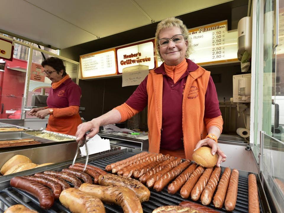 Linda Hauber im Stand auf dem Münsterplatz  | Foto: Kunz