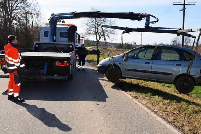 Seniorin überschlägt sich mit ihrem Wagen auf der L134