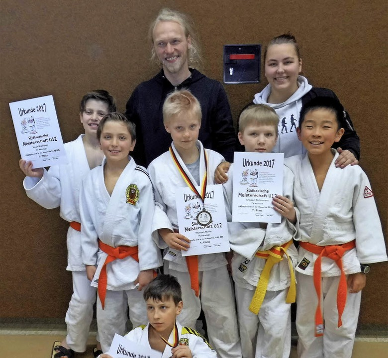 Stolz auf ihre Leistungen sind die U12-Judoka des TV Neustadt.    | Foto: brigic