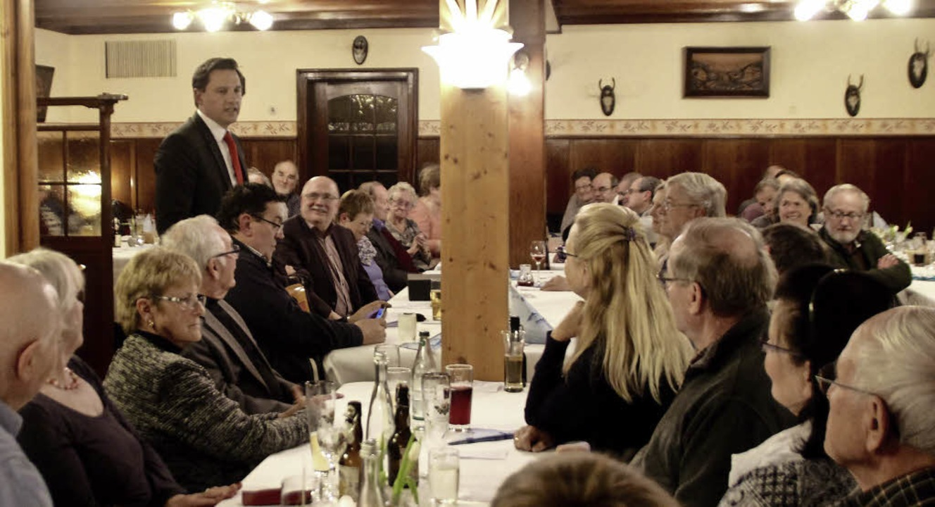 MdB Johannes Fechner bei seiner Rede i...ahren die SPD-Kreisgruppe Süd trifft.   | Foto: Erika Sieberts
