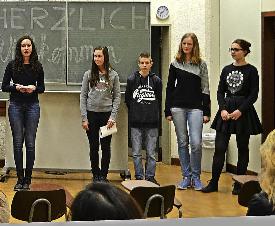 Die Schüler aus dem Orga-Team rührten ... der Catering-Bereich braucht Helfer.   | Foto: Privat