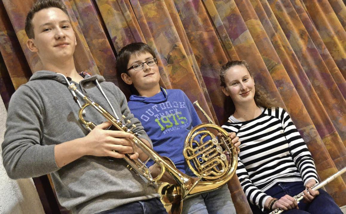 Daniel Gutmann, Manuel Karle und Jana ...ler (von links) mit ihren Instrumenten    Foto: Janina Ruth