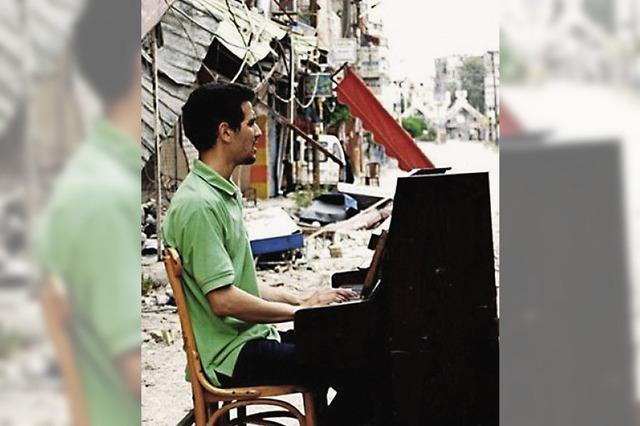 Der syrische Pianist Aeham Ahmad gibt ein Konzert in Tiengen