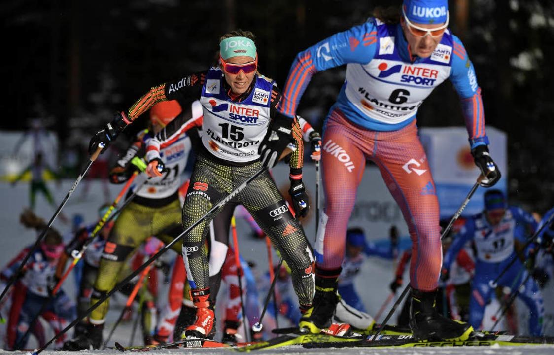 Stefanie Böhler (Mitte) war in Lahti Deutschlands beste Skilangläuferin.   | Foto: DPA