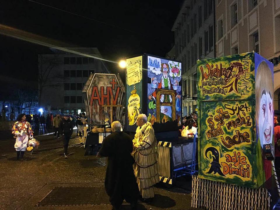 Die Cliquen stellen sich auf – hier am Claraplatz.  | Foto: Dorothee Soboll