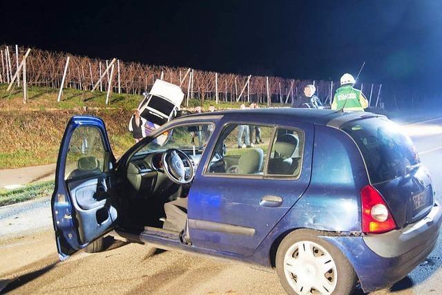 Drei Verletzte nach Kollision – Fahrer flüchtet