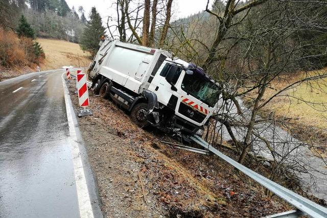 Fahrer schwer verletzt