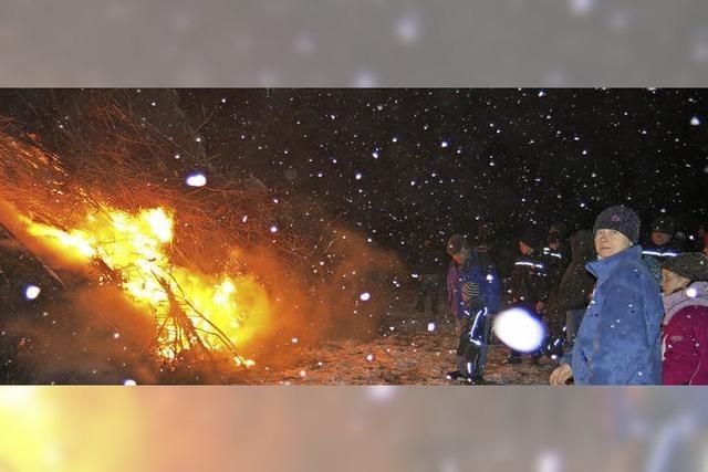 Fasnetfeuer zieht viele Zuschauer an