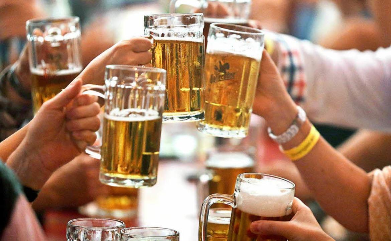 Alkohol trinken kann Spaß machen – kann aber auch böse enden.   | Foto: dpa