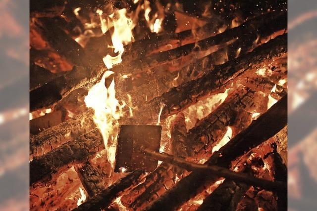 Feuerlinien in der Nacht