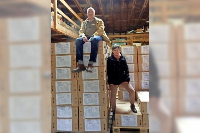 Berg von Akten in 146 Paketen