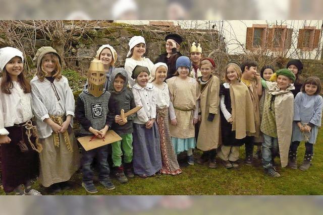 Kinder schlupfen in Luthers Welt