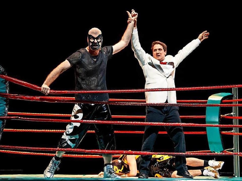 Die Bühne wird zum Boxring: Lurcanio (l.), Odoardo   | Foto: Kalscheuer