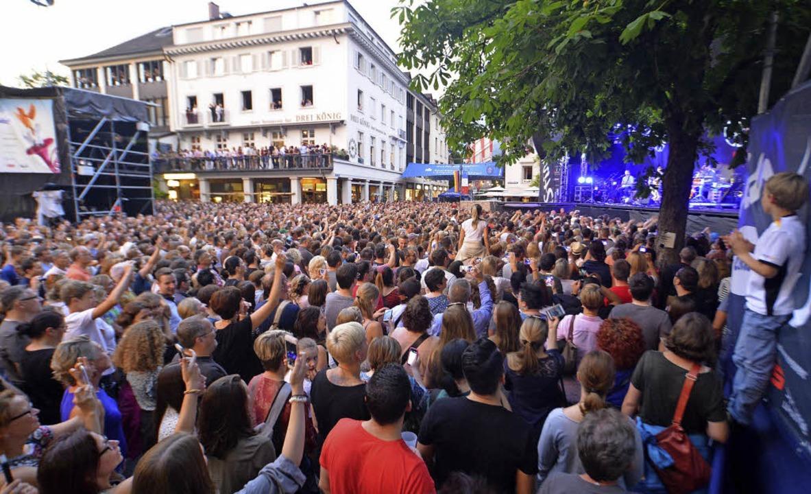 Marktplatzkonzerte, hier das von Revol...lation des Stimmen-Festivals aufgeht.   | Foto: Barbara Ruda