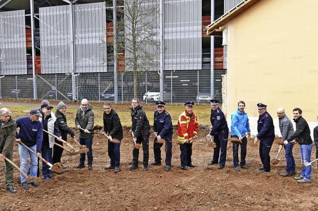 Erster Spatenstich fürs Feuerwehrhaus