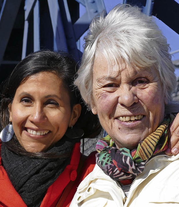 Yaosca Padilla de Rothmund (links) und...gbein von der Freiburger Wiwili-Gruppe  | Foto: Dominik Bloedner