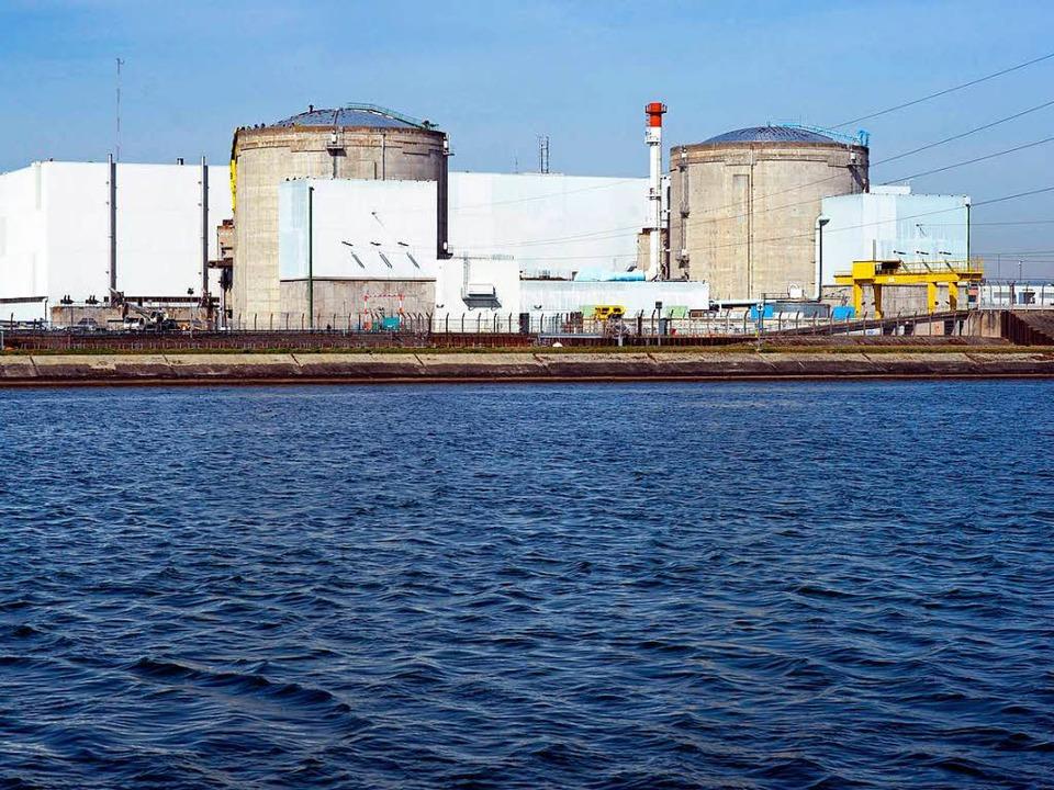 Das Atomkraftwerk Fessenheim: gehört längst abgeschaltet, läuft aber immer noch.  | Foto: AFP