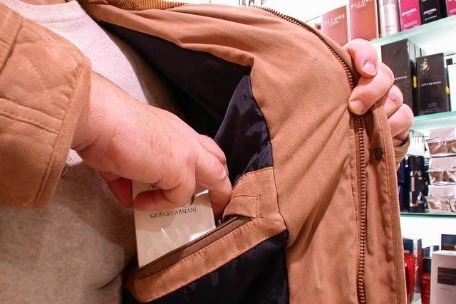 Dieb bedroht Ladendetektiv mit Messer